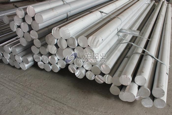 铝棒原材料堆放区
